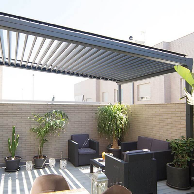 Pergola bioclimatique modern sur mesure en aluminium for Toiture bioclimatique