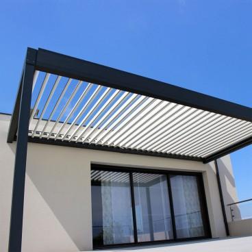 Pergola bioclimatique Architect perpendiculaire en aluminium - Pergolas Bioclimatiques, Stores Bannes et Volets sur mesure