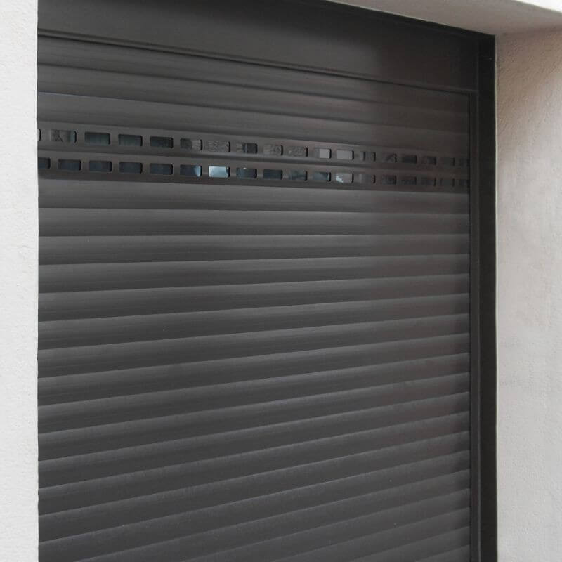 Porte de garage enroulable en aluminium sur mesure et for Porte de garage enroulable isolante
