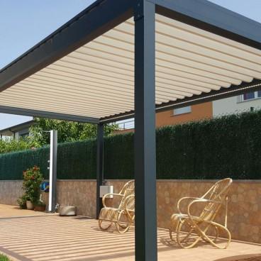 Pergola bioclimatique Lounge autoportée en aluminium